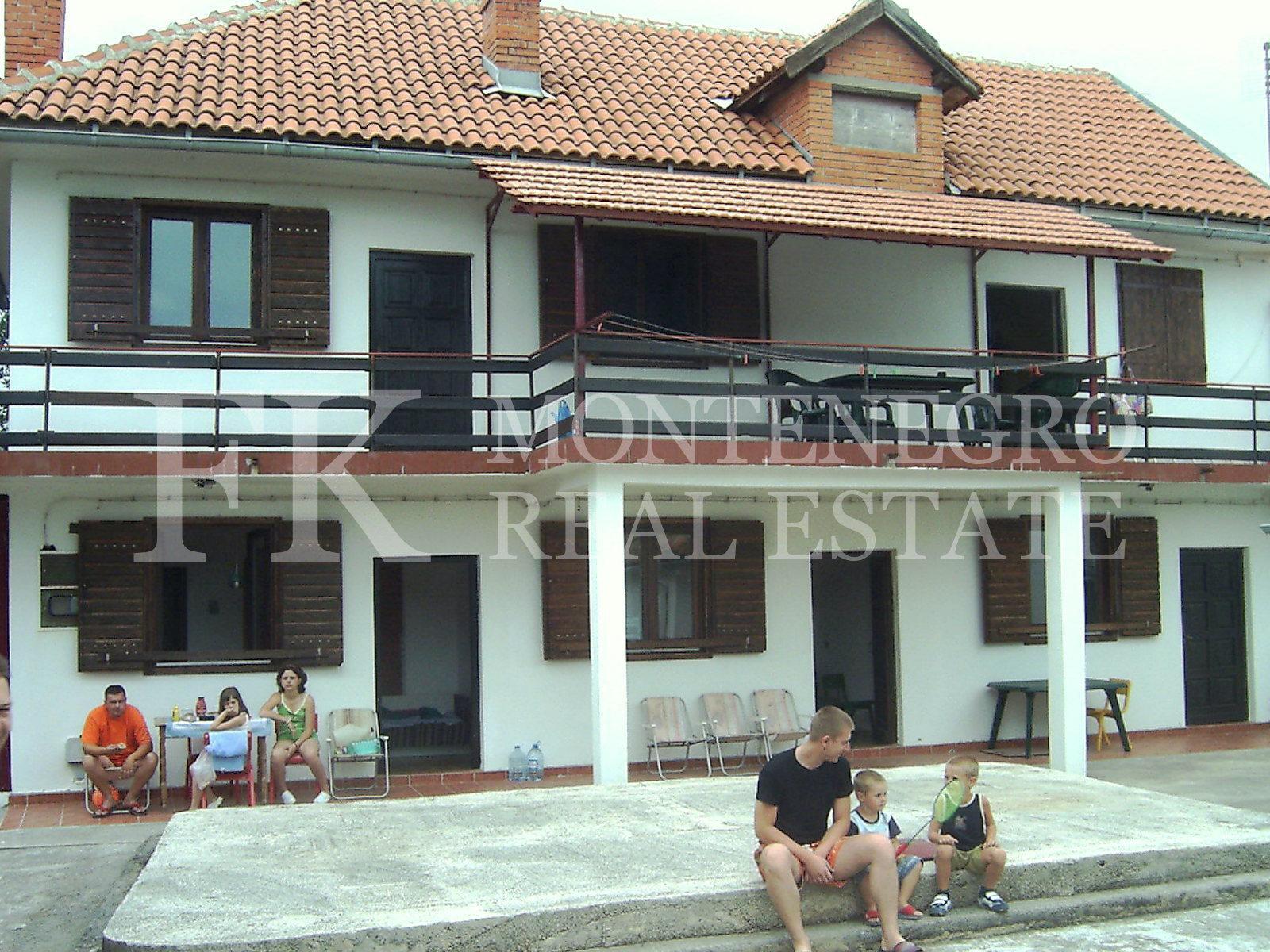 einfaches haus 240 m2 in rovanac lustica gemeinde herceg novi montenegro nicht weit vom. Black Bedroom Furniture Sets. Home Design Ideas